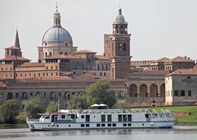European-waterways-La-Bella-Vita