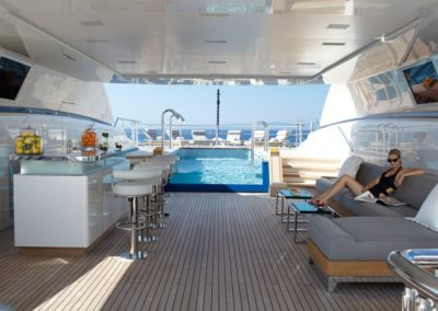 art-deck-pool-and-bar-area