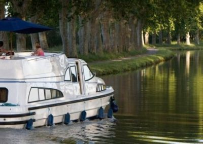 countryside-meanderings-in-the-rivers-or-canals