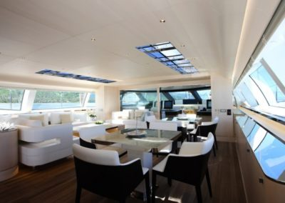 monohull-dining-area-and-saloon